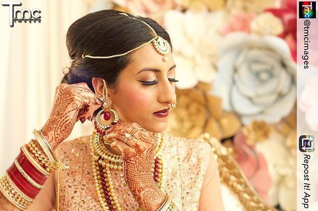A picture captured by @tmcimages of our bridal henna . The lacey details were most important to this bride so I designed her mehndi around that idea . . . #henna #hennaartistmichigan #hennamichigan #michigan #canton #indianbride #desi #kellycaroline #hennatattoo #hennadesign #mehndi #mehendi #sangeet #hennas #yoga #detroit #ypsi #ypsilanti