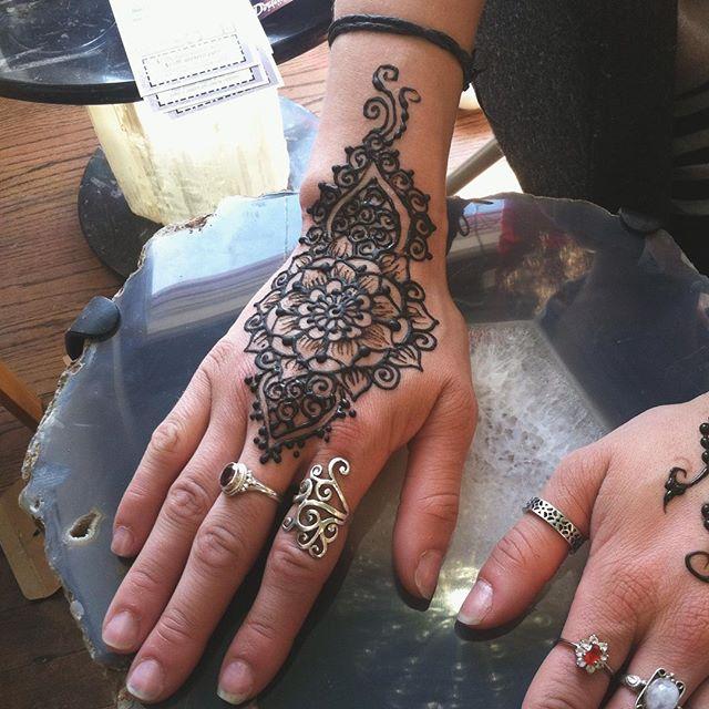 A lovely henna hand design for a lovely soul . . #henna #hennas #hennaartist #hennaparty #kellycaroline #michigan #michiganartist #dearborn #dearbornheights #mehndi #mehndidesign #tattoo #tattoos #ink #organic #hennadesign #hennatattoo #hennatattoos #flower #flowers #yoga #yogi #mandala #ypsi #ypsilanti #detroit
