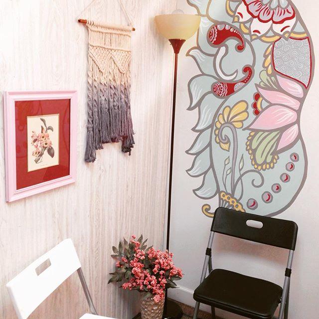 My favorite new corner of the henna studio . . . #macrame #walldecor #studiospace #henna #hennas #ypsi #ypsilanti #detroit #michigan #michiganartist #kellycaroline #mehndi #mehndidesign #tattoo #murals #mural #mandala #butterfly