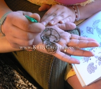doing_henna_on_hand_copy