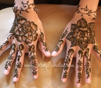 flower_henna_on_hand_design