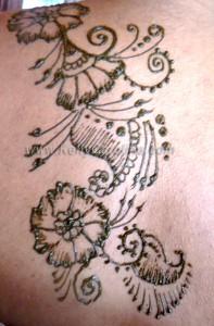 henna party, henna artist, michigan, ann arbor, kelly caroline, paisley henna design, floral henna