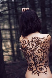 henna, back design, tana helene, photograph