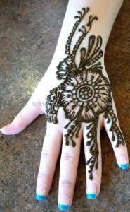 henna tattoo artist, hand henna design, mehndi