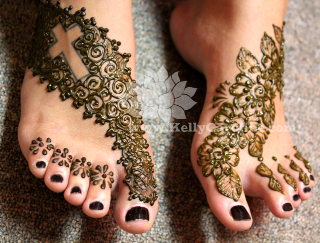 foot henna, henna tattoo on feet