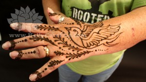 bird henna design, sparrow henna, bird henna on hand, sparrow tattoo