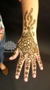 triquetra , triquetra henna , triquetra tattoo