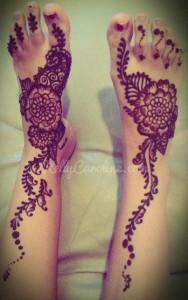 feet henna, floral henna, henna on feet