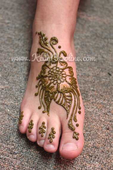 henna on foot, flower henna, foot henna design, foot tattoo