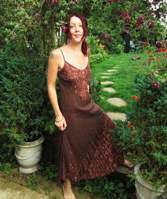 henna , linen dress