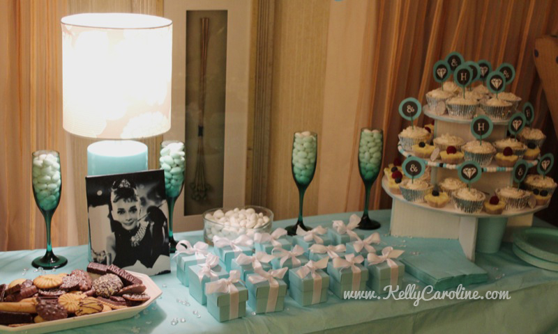 breakfast at tiffanys party diy , party,diy dessert table, decoration, bachelorette party, audrey hepburn, cupcakes