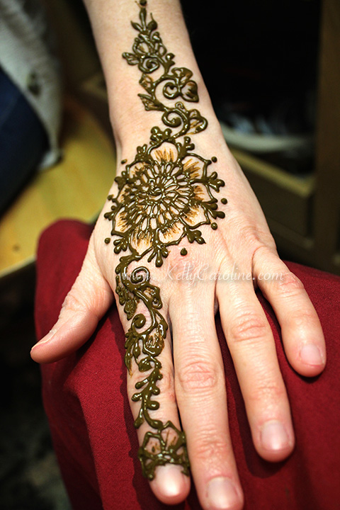 Floral henna kelly caroline for Flower tattoos on hand