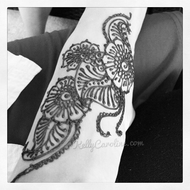 A fun floral Henna design on the top of the foot. #henna #hennaartist #kellycaroline #mehndi #tattoo #tattoos #tattoodesign #foottattoo #feethenna #festival #ypsilanti #ypsi #flowers