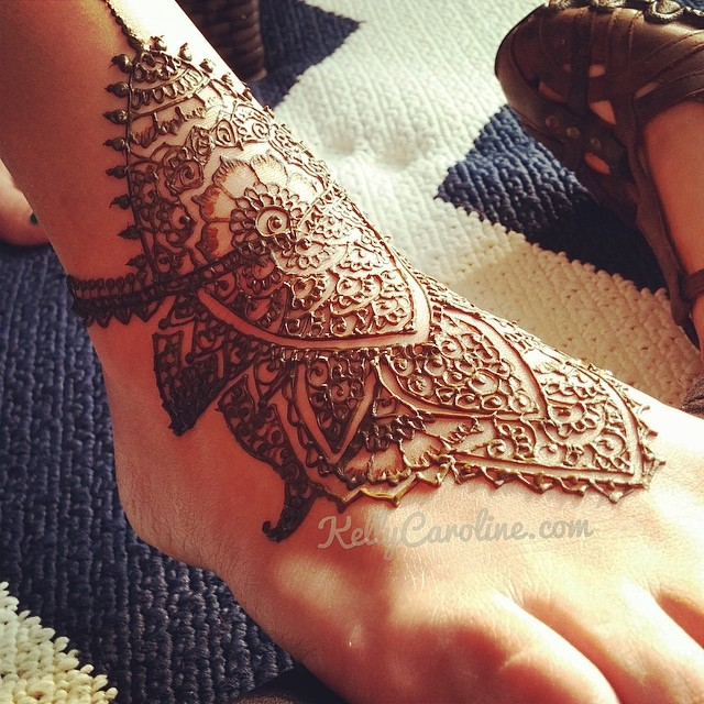 Henna design on the top of the foot henna foot for Foot henna tattoo
