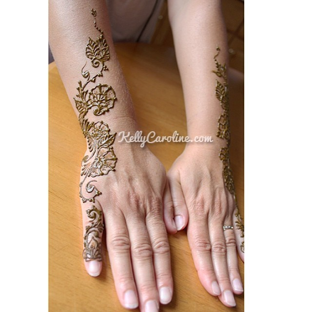 Henna for a lovely French teacher. Just in time for the first day of school. #michiganhennaartist #henna #mehndi #art #artist #kellycaroline  #french #hennadesigns #hennatattoos #tattoo #tattoos #tattoodesign #westbloomfield #michigan #nofilter