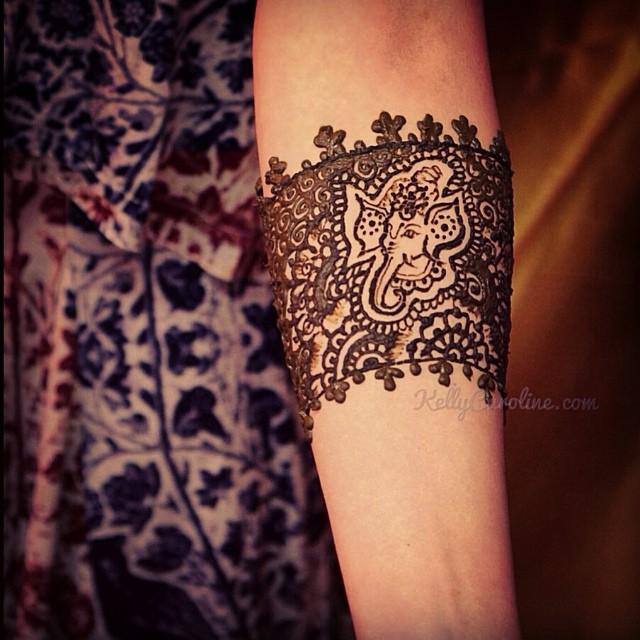 Ganesh Henna tattoo cuff design around the arm – one of my favorite henna tattoos from last year#henna #tattoo #michigan #michiganhennaartist #kellycaroline #ypsilanti #ypsi #tattoos #ganesh #cuff #design #art #artist #hennadesigns #mehndi