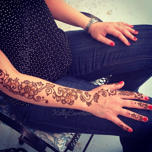 Henna tattoo on the arm – pretty floral design