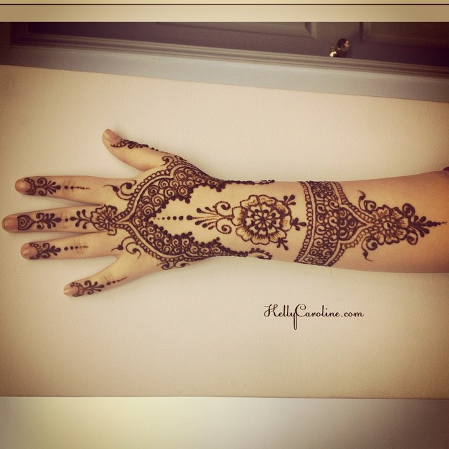 I love this ended up looking like lacy glove. I always like to look at how each design ends up overall. Here's another henna tattoo design for the top of the hand.