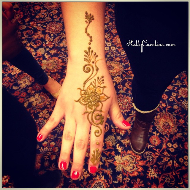 Simple henna design for the top of the hand – perfect for a henna party