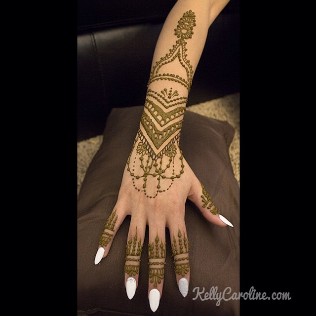 The other wedding henna design for last week's bride. I get so excited when my brides love their henna designs  this mehndi design looks great on her