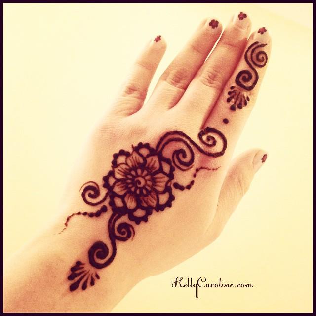 Cute flower Henna tattoo for the top of the hand with swirls #henna #hennas #hennaart #hennapro #hennalife #hennaartist #hennamichigan #michigan #michiganart #kellycaroline #annarbor #swirls #floral #flower #flowers #mehndi #tattoo #tattoos #tattoodesign #design #designs #art #artist #ink #india #manicure