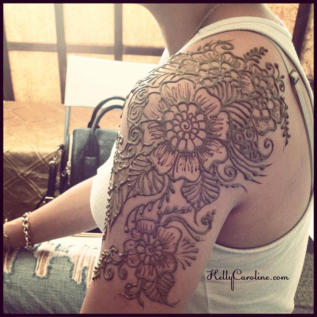 Floral Henna tattoo on the shoulder today for a new client . She's testing out an idea for a new tattoo #henna #hennas #hennatattoo #tattoo #tattoos #mendhi #kellycaroline #hennaart #art #artist #design #michigan #ypsi #ypsilanti #flower #floral #designs #leaves #paisley #shouldertattoo #ink #organic #yoga #yogi #hennamichigan