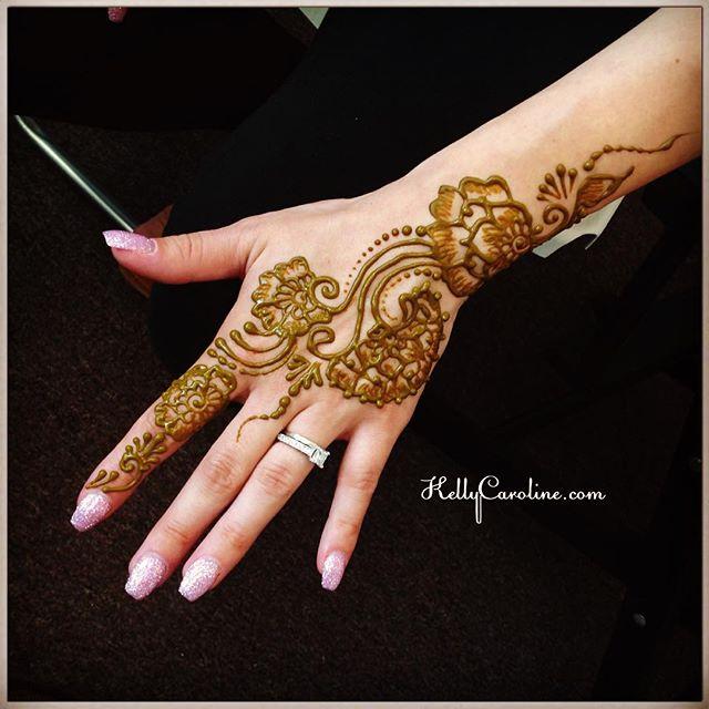Henna appointment today at the studio. Now she is all set for her holiday weekend ️ #henna #hennas #hennalife #hennaartist #kellycaroline #michigan #ypsi #ypsilanti #royaloak #annarbor #art #artist #floral #flower #tattoo #tattoos #hand #manicure #design #mehndi #wedding #weddings