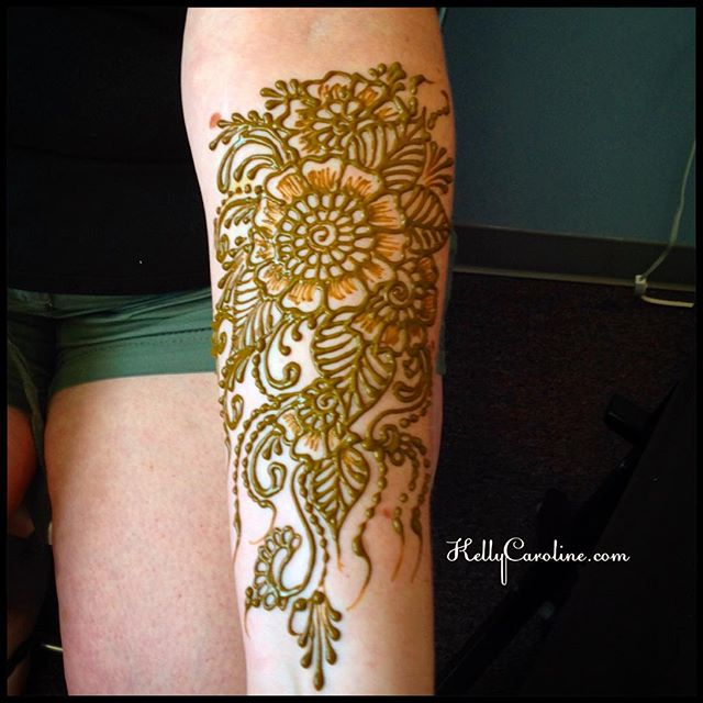 Henna for a friend at the studio yesterday celebrating her birthday and an upcoming high school reunion ️ #henna #hennas #artist #design #mendhi #floral #flower #flowers #tattoo #tattoos #kellycaroline #michigan #ypsi #ypsilanti #birthday #vines #yoga #yogi #organic #ink #natural #hennatattoo