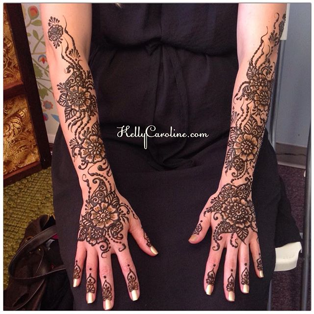 A beautiful bride having her mehndi done in the studio a few days before her wedding in Ann Arbor. I love getting to chat with excited brides-to-be before the big day  #henna #hennatattoos #michigan #ypsi #ypsilanti #annarbor #wedding #bride #india #hennaforbrides #kellycaroline #hennaartist #design #art #artists #floral #flowers #organic #mehndi #tattoos #tattoo #summer #ink #manicure