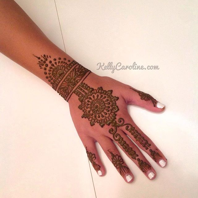 A fun new henna design from the party in Northville. Loving that cuff to a mandala design #henna #hennas #tattoo #tattoos #hennaparty #hennaartist #art #artist #kellycaroline #michigan #michiganhenna #northville #tattoo #mehndi #design #mandala #cuff #tribal #summer #party #india #ink #organic #yoga #yogi