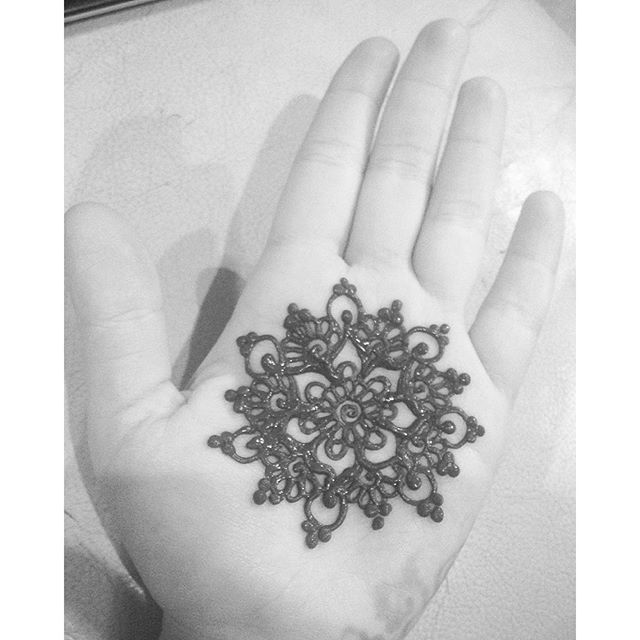 A cute henna mandala like @merchemariposa did for -such a fun game !