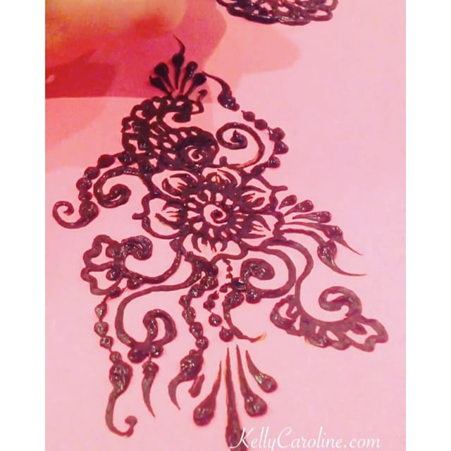 A quick video of a little henna practice. I think this henna tattoo design would look great down the back or on a thigh  #hennapractice #henna #mehndi #sketch #hennatattoo #hennatattoos #kellycaroline #hennamichian #ypsi #ypsilanti #michigan #art #artist #hennaartist #tattoo #tattoos #girlswithtattoos #flowers #flower #ink #organic #yoga #yogi