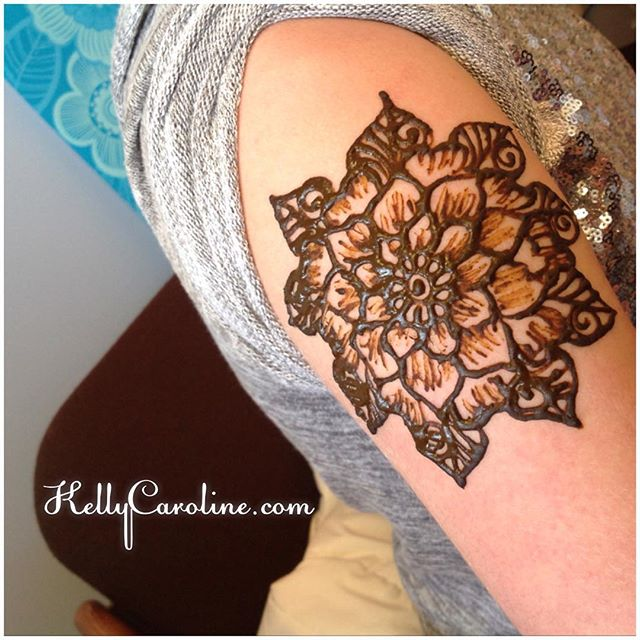 Floral henna tattoo today at the studio for a birthday party in Ypsilanti.