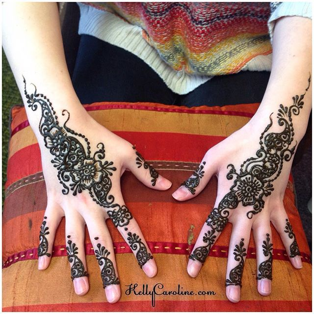 Henna in the studio today for a talented pianist's birthday party. Loved doing henna designs on her long, piano-playing fingers!