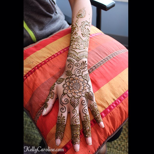 Single hand, close up from a past henna session #henna #hennas #hennaartist #kellycaroline #michigan #michiganartist #dearborn #dearbornheights #mehndi #mehndidesign #tattoo #tattoos #ink #organic #hennadesign #hennatattoo #hennatattoos #flower #flowers #wedding #bride #yoga #yogi #mandala #art #artist #ypsi #ypsilanti #detroit
