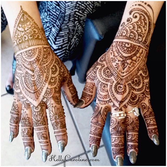 Wedding Henna design by our artist Lisse. I am loving the leaves!