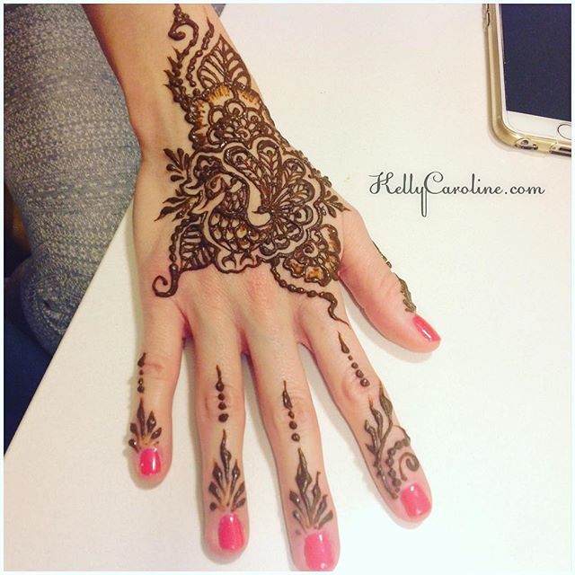Wedding party henna tonight a fun night in Ann Arbor at the Residence Inn . Here's a single hand, close up from today's henna session #henna #hennas #hennaartist #kellycaroline #michigan #michiganartist #dearborn #dearbornheights #mehndi #mehndidesign #tattoo #tattoos #ink #organic #hennadesign #hennatattoo #hennatattoos #flower #flowers #wedding #bride #yoga #peacock #ypsi #ypsilanti #detroit #annarbor
