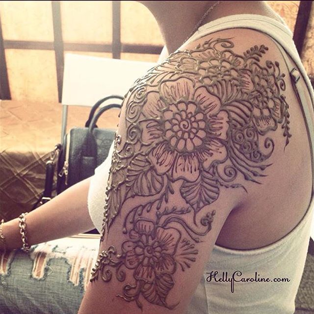 As I look forward to this upcoming henna season, I am looking back at a few favorite henna designs. #henna #hennas #hennatattoo #tattoo #tattoos #mendhi #kellycaroline #hennaart #art #artist #design #michigan #ypsi #ypsilanti #flower #floral #designs #leaves #paisley #shouldertattoo #ink #organic #yoga #yogi #hennamichigan