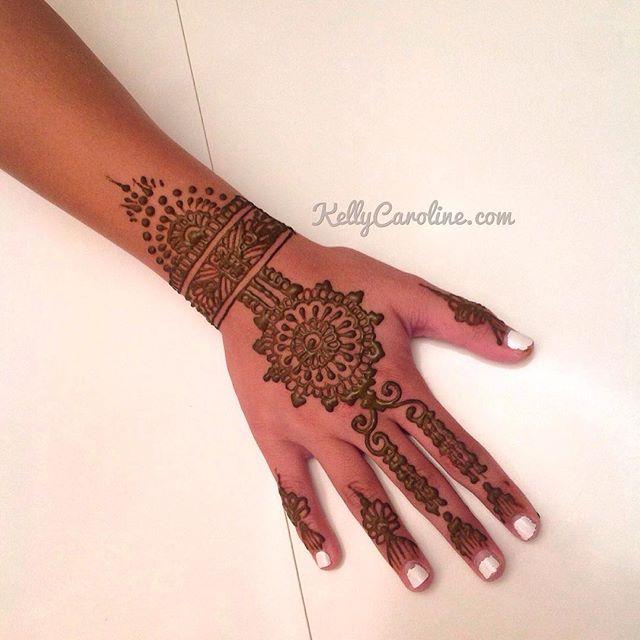 Classy, hand henna design in the studio #henna #hennas #hennaartist #kellycaroline #michigan #michiganartist #dearborn #dearbornheights #mehndi #mehndidesign #tattoo #tattoos #ink #organic #hennadesign #hennatattoo #hennatattoos #flower #flowers #yoga #yogi #mandala #art #artist #ypsi #ypsilanti #detroit