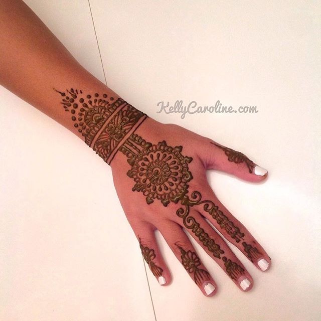 Classy, hand henna design in the studio
