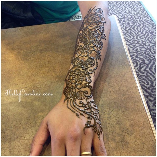 Freestyle henna on the forearm from today's henna session