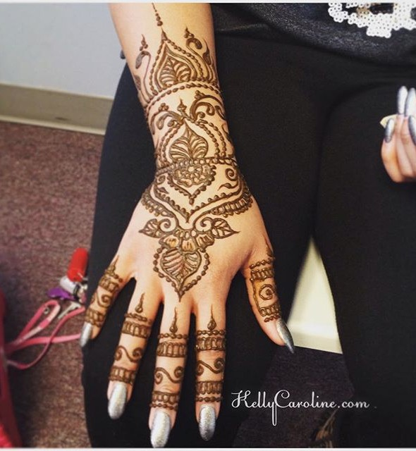 henna design on the hand, henna, mehndi, vines, michigan, kelly caroline, henna michigan