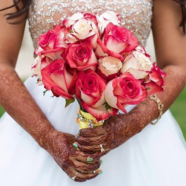 Another FABULOUS capture by @xoreetuox for #ne2kt wedding - mehndi by me @henna_michigan Henna I did for a lovely bride in Southgate, MI . . . private appointments available Monday-Saturday 2-5:30pm call 734-536-1705 or email kelly@kellycaroline.com #henna #hennas #hennaartist #kellycaroline #michigan #michiganartist #dearborn #dearbornheights #mehndi #mehndidesign #desi #indianwedding #organic #hennadesign #hennatattoo #hennatattoos #flower #flowers #yoga #yogi #mandala #art #artist #ypsi #ypsilanti #detroit #wedding