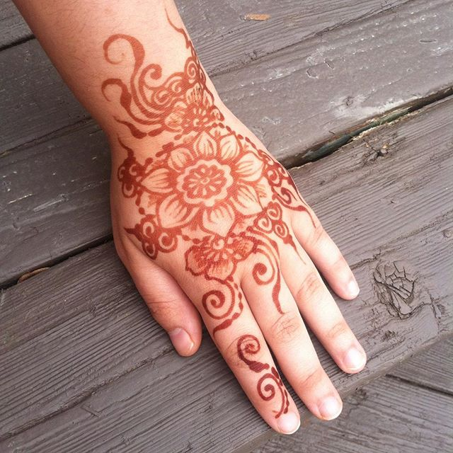 My henna day 1 - more darkening to come! No filter. We are so excited to be doing henna in THIS SUNDAY at @the_vintage_market in Monroe! Over 300 vintage vendors and #henna ?! Sounding like an amazing day to me! Something your mom and sister and aunt want to go to, too! I have heard awesome stories about this market and we are thrilled to be a vendor ️ see us at booth #304 . . . #vintagemarket #thevintagemarket #monroe #shabbychic #vintage #michigan #henna #hennas #hennatattoo #hennamichigan #weekend #tattoo #tattoos #yoga #yogi