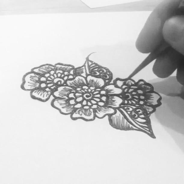Warming up for @the_vintage_market this Subday! new drawing henna design from my sketchbook last night #tattoodesign #henna #hennas #ypsi #ypsilanti #detroit #michigan #michiganartist #kellycaroline #mehndi #mehndidesign #tattoo #tattoos #tattoodesigns #drawing #mandala #flower #flowers #ink #yoga #yogi #sketch_daily #artstagram #instartlovers #art_spotlight #justartspiration #arts_help #art_worldly #video #instavideo
