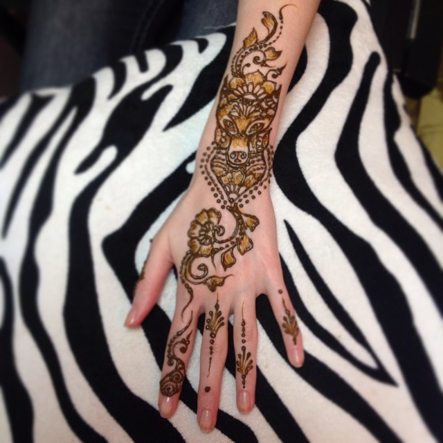A really unique wolf henna tattoo for the top of the hand. . . private appointments available Monday-Saturday 2-5:30pm call 734-536-1705 or email kelly@kellycaroline.com #henna #hennas #hennaartist #kellycaroline #michigan #michiganartist #dearborn #dearbornheights #mehndi #mehndidesign #tattoo #tattoos #ink #organic #hennadesign #hennatattoo #hennatattoos #flower #flowers #yoga #yogi #mandala #art #artist #ypsi #ypsilanti #detroit #prom