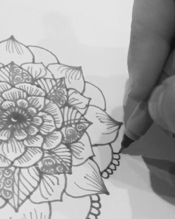 A new drawing henna design from my sketchbook on this cloudy day ️️ #tattoodesign #henna #hennas #ypsi #ypsilanti #detroit #michigan #michiganartist #kellycaroline #mehndi #mehndidesign #tattoo #tattoos #tattoodesigns #drawing #mandala #flower #flowers #ink #yoga #yogi #sketch_daily #artstagram #instartlovers #art_spotlight #justartspiration #arts_help #art_worldly #video #instavideo