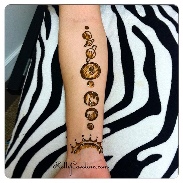 A fun henna tattoo design of the solar system. Great idea @rach.l_2019 ! . . . . private appointments available Monday-Saturday 2-5:30pm call 734-536-1705 or email kelly@kellycaroline.com