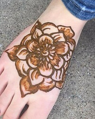 A sneak peek of the henna I did today at the amazing @shilessnerphoto studio in #brighton - talk about a magical girly place you want to play in all day! Here's a foot design for one of the models. . . private appointments available Monday-Saturday 2-5:30pm call 734-536-1705 or email kelly@kellycaroline.com #henna #hennas #hennaartist #kellycaroline #michigan #michiganartist #dearborn #dearbornheights #mehndi #mehndidesign #tattoo #tattoos #ink #organic #hennadesign #hennatattoo #hennatattoos #flower #flowers #yoga #yogi #mandala #ypsi #ypsilanti #detroit #birthdayparty