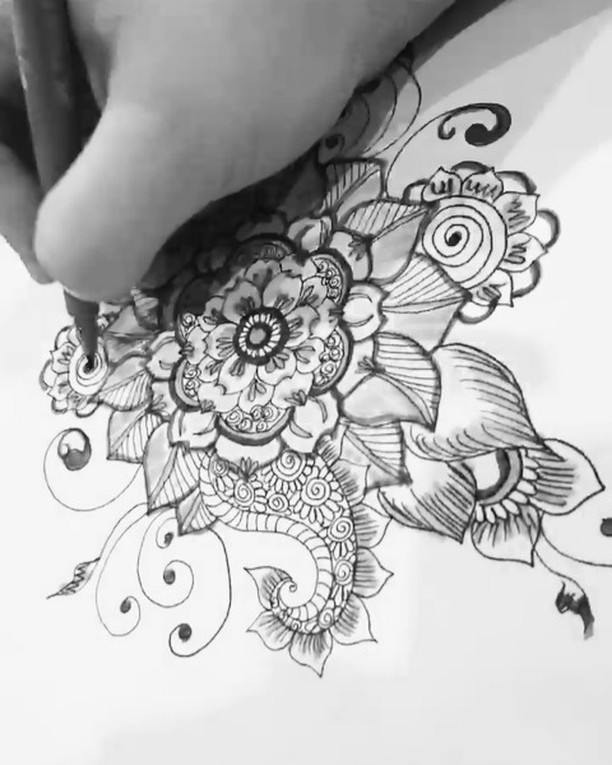 Hi there! Here's my new drawing henna design from my sketchbook last night #tattoodesign #henna #hennas #ypsi #ypsilanti #detroit #michigan #michiganartist #kellycaroline #mehndi #mehndidesign #tattoo #tattoos #tattoodesigns #drawing #mandala #flower #flowers #ink #yoga #yogi #sketch_daily #artstagram #instartlovers #art_spotlight #justartspiration #arts_help #art_worldly #video #instavideo